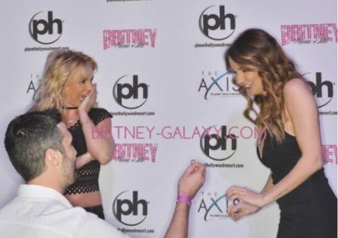 A very good boyfriend took his girlfriend to meet britney spears twitterbritney galaxy m4hsunfo