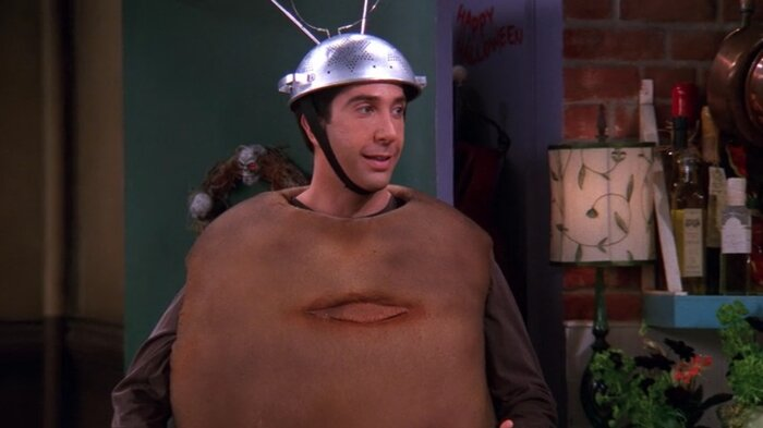 how to get halloween costumes inspired by the friends halloween episode hellogiggles