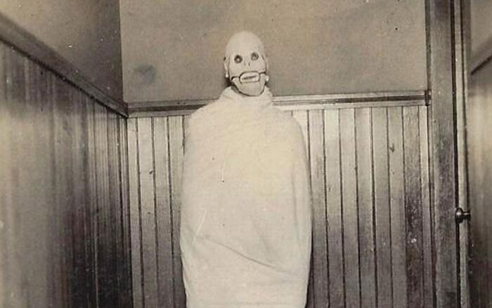 17 creepy vintage Halloween costumes that are truly scary AF ...