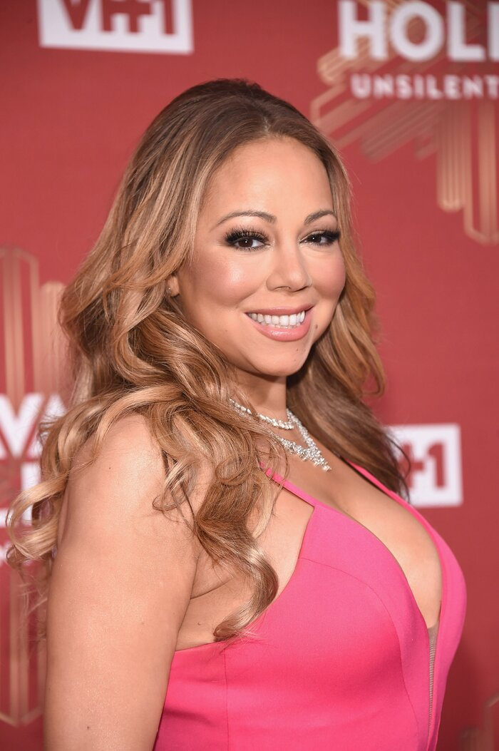 Mariah Carey paired her mermaid evening gown with a plaid \