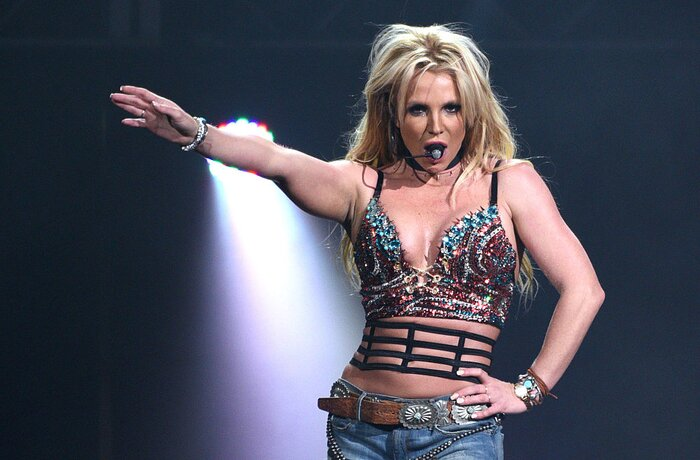 Britney spears hilariously posing before a jingle bash meet and c flaniganfilmmagic m4hsunfo
