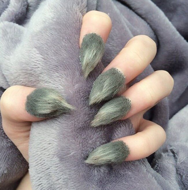 These Grinch Nails Take Holiday Nail Art To The Extreme And