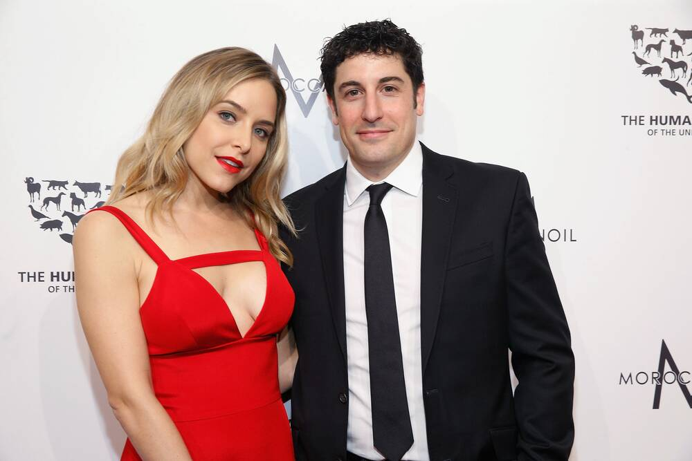 jason biggs and jenny mollen are hosting a new game show about