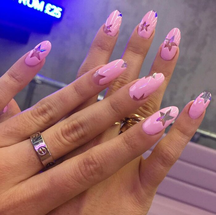These pretty in pink nails are a clever way to do the negative space ...