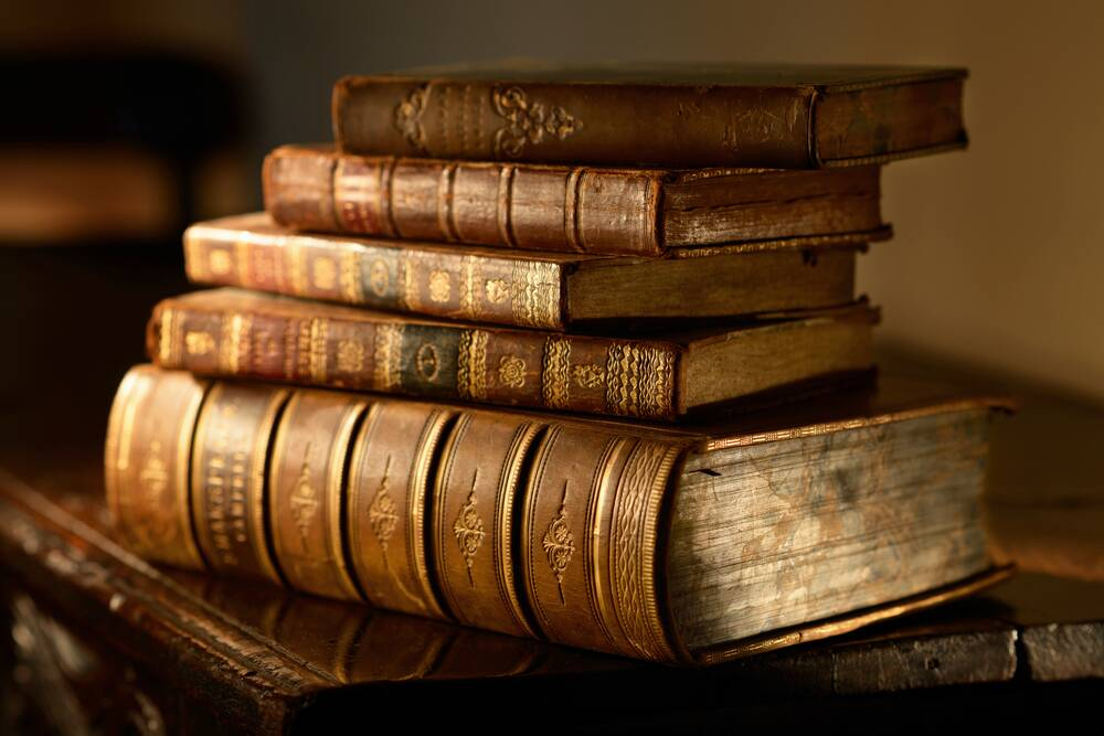 11 random facts about books that are weirdly interesting hellogiggles