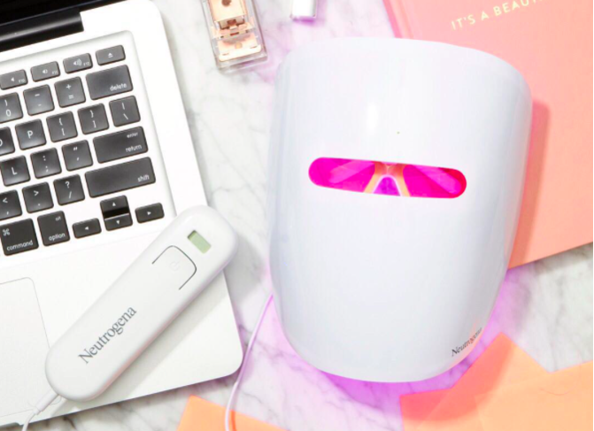A dermatologist weighs in on those led light masks you see all over a dermatologist weighs in on those led light masks you see all over instagram hellogiggles solutioingenieria Gallery