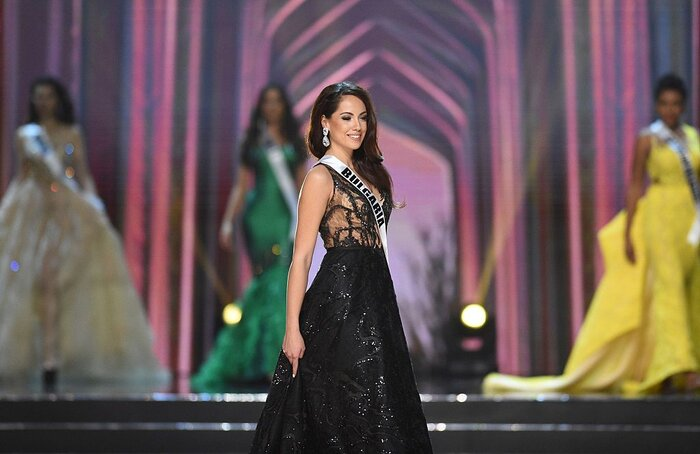 This Miss Universe contestant gave her gown to a teenager who couldn ...