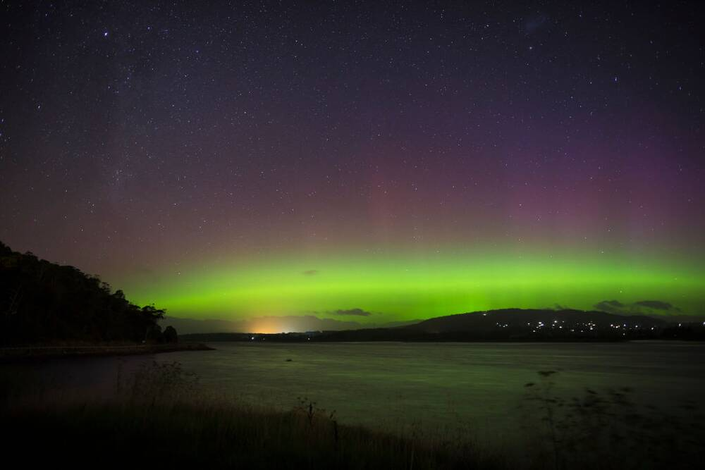 This Time Lapse Of The Southern Lights Is Completely Mesmerizing Hellogiggles
