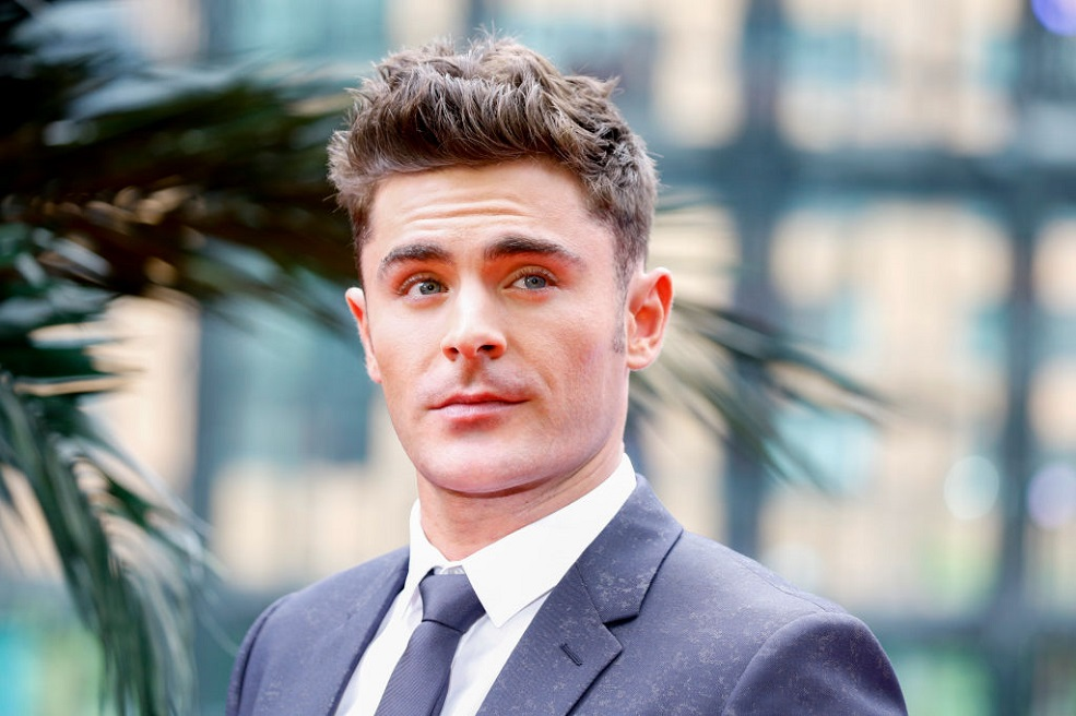 Zac Efron Just Waxed A Man S Body In The Name Of Baywatch