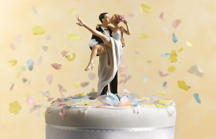 Brides and grooms are looking to this wedding cake trend in 2018 ...