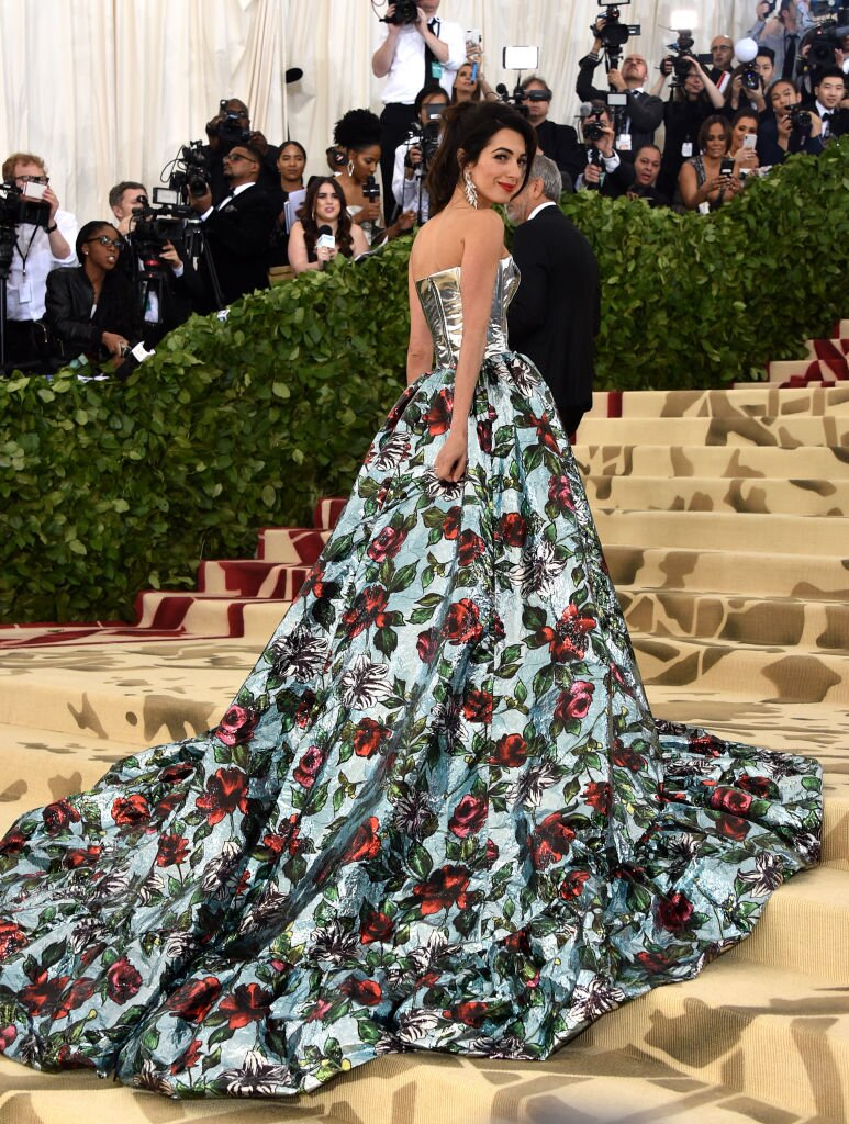 George and Amal at Met Gala Image?url=https%3A%2F%2Fimages.hellogiggles.com%2Fuploads%2F2018%2F05%2F07152357%2Famal-clooney-train