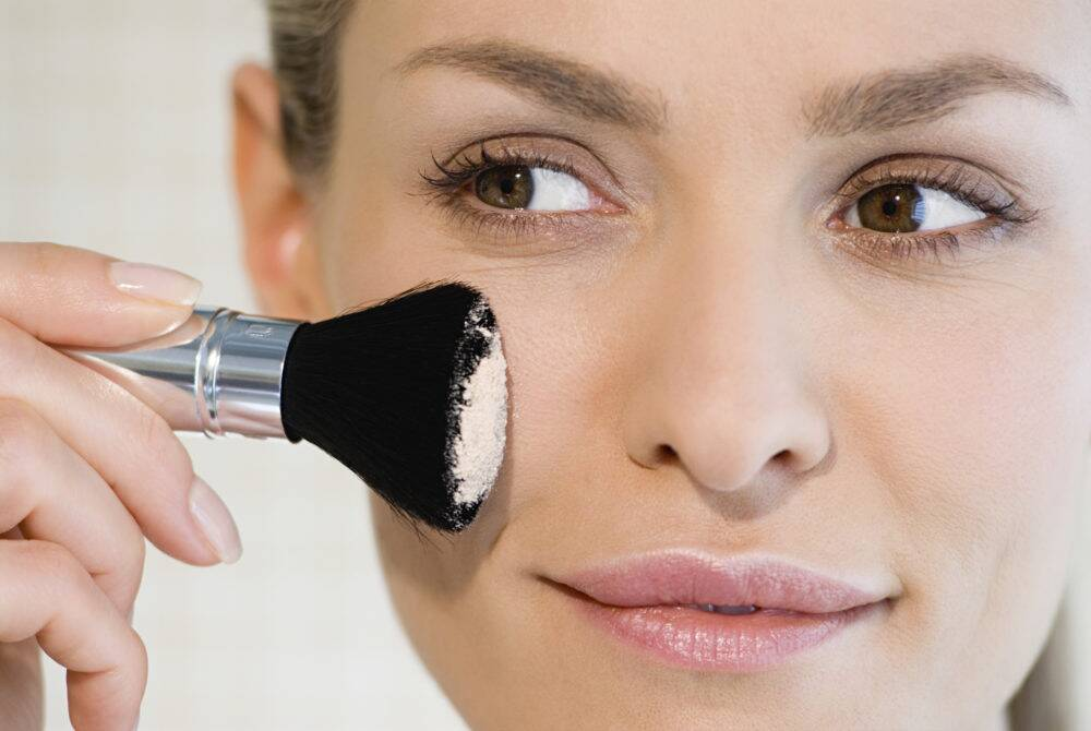 Everything You Need To Know About Face Powders Hellogiggles