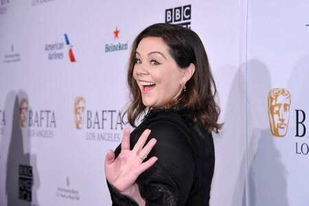 Melissa Mccarthy Passed Out Ham Sandwiches At 2019 Golden Globes