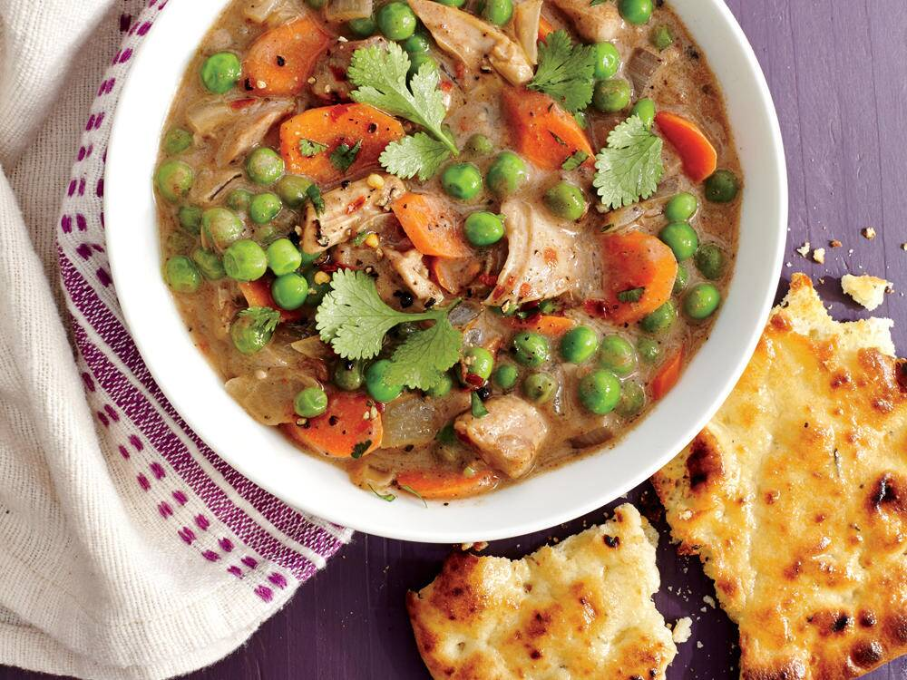 Quick En And Vegetable Curry With Garlic Naan