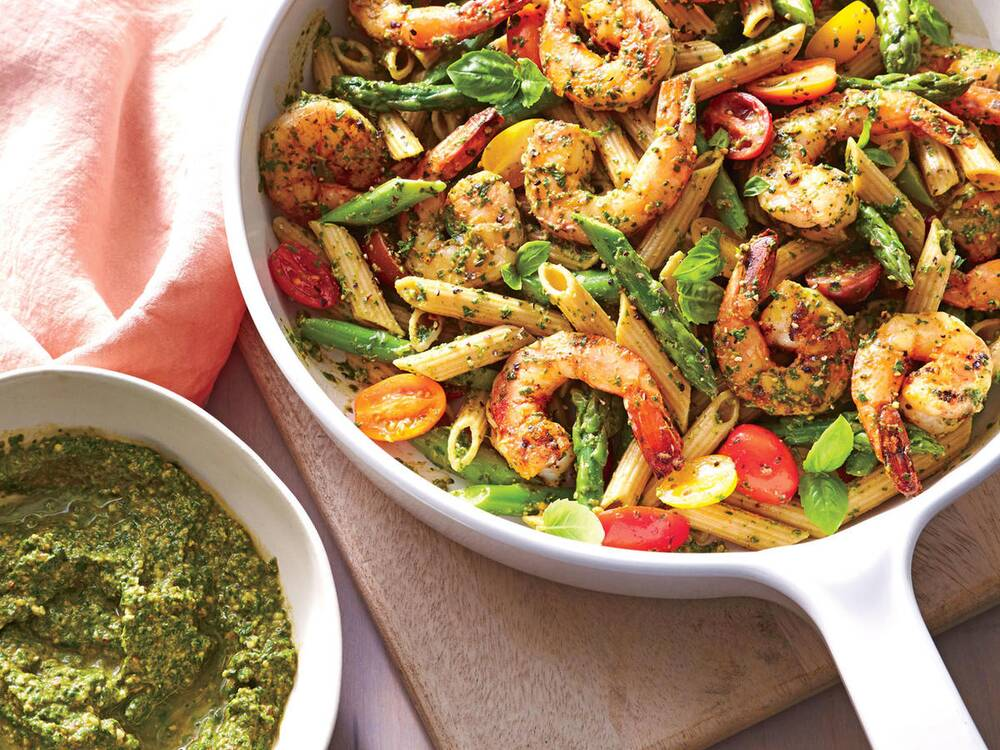 Spinach pesto pasta with shrimp recipe cooking light starter dish spinach pesto pasta with shrimp forumfinder Image collections