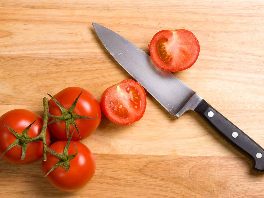 this tomato slicing test will tell you how sharp or dull your knife