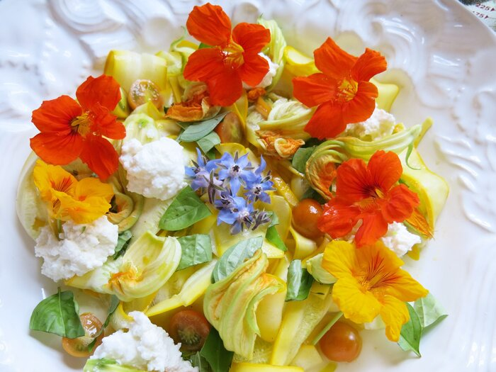 10 Best Edible Flowers - Southern Living