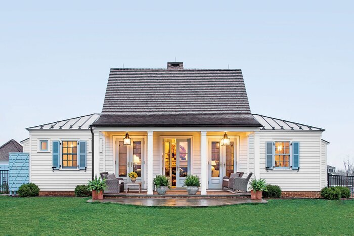 genteel cottage exterior - Living In A Small Cottage