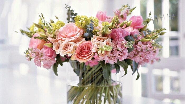 Spring table settings and centerpieces southern living beautiful spring bouquet mightylinksfo