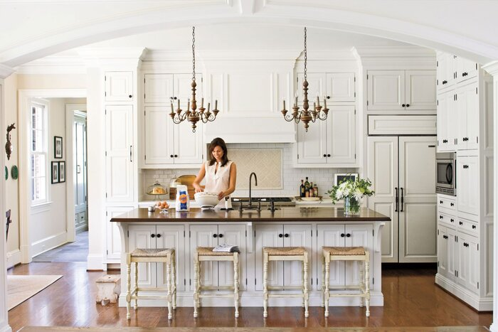 Tradtional white kitchen