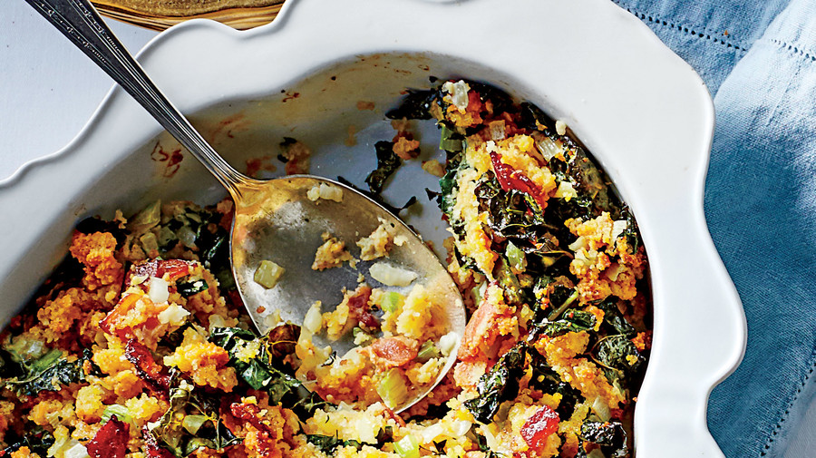 50 Best Thanksgiving Cornbread Dressing with Kale and Bacon