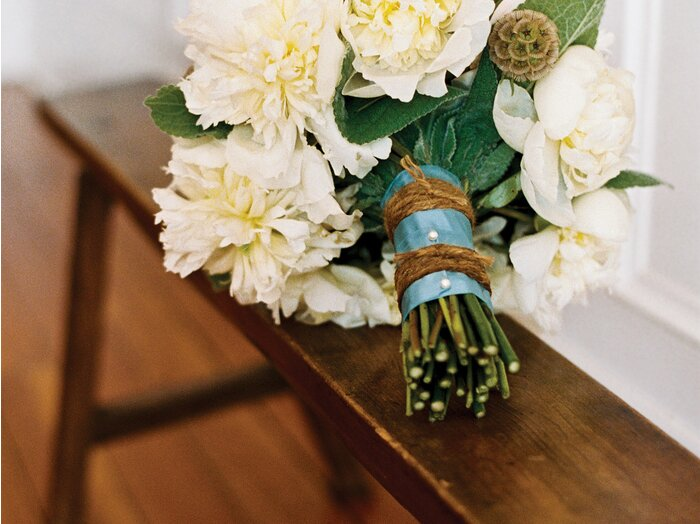 Make a pretty bouquet of flowers simple diy southern living rustic ribbon bouquet mightylinksfo
