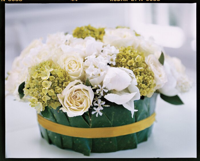 How to arrange flowers for spring southern living spring floral arrangement flowers mightylinksfo