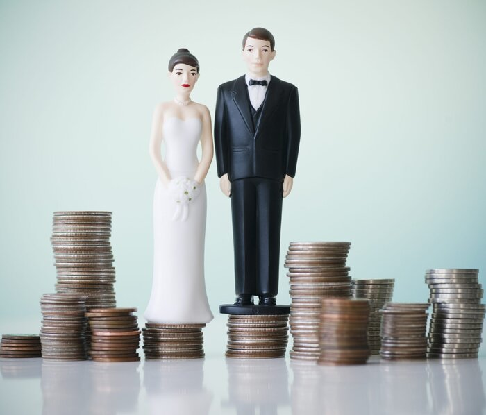 Where to splurge and where to save with your wedding budget wedding cake topper standing on money junglespirit Choice Image