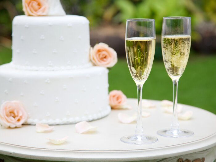 Wedding Cake With Champagne Gles