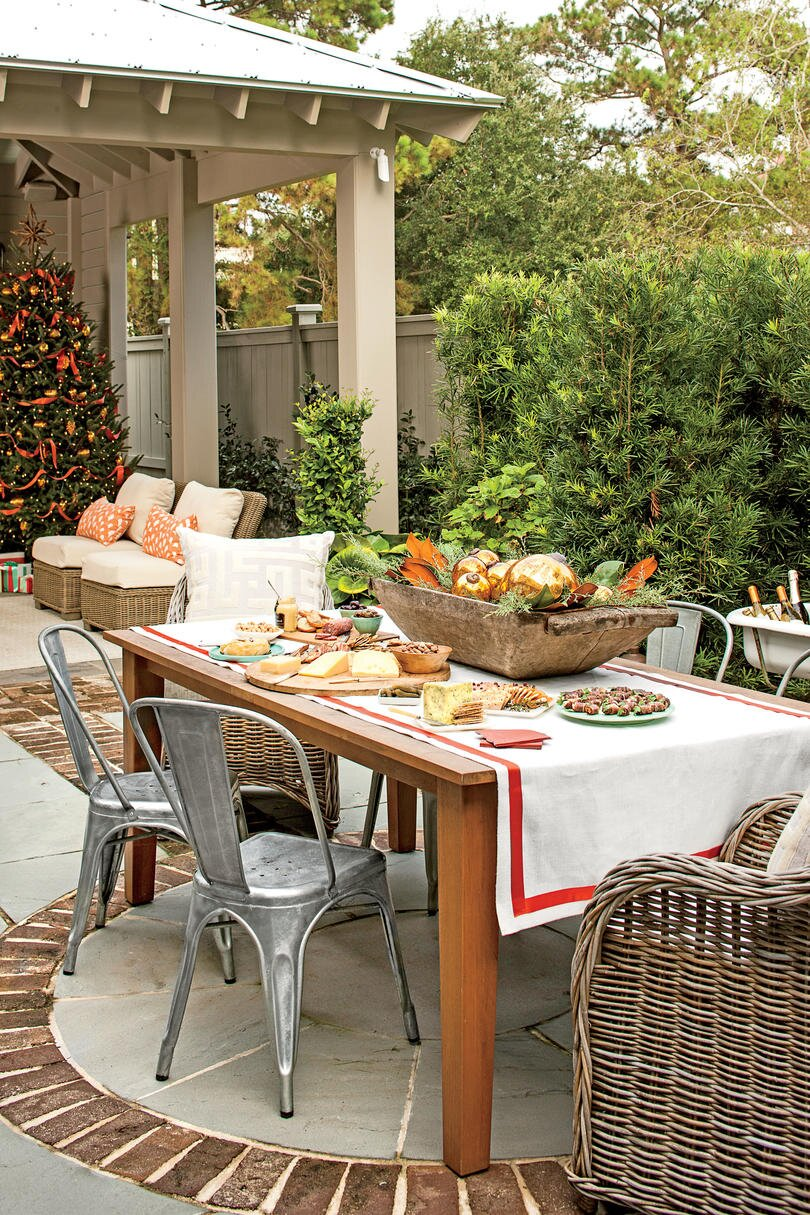 RX_1312 What She Did: Backyard - Carolina Colonial Christmas Outdoor Decorations- Southern Living