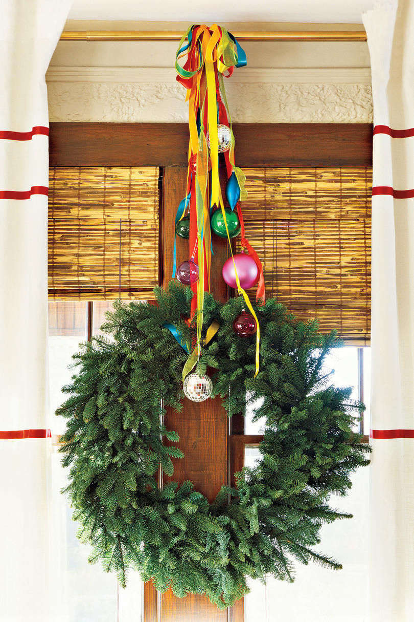 christmas decorating ideas curtain rod wreath