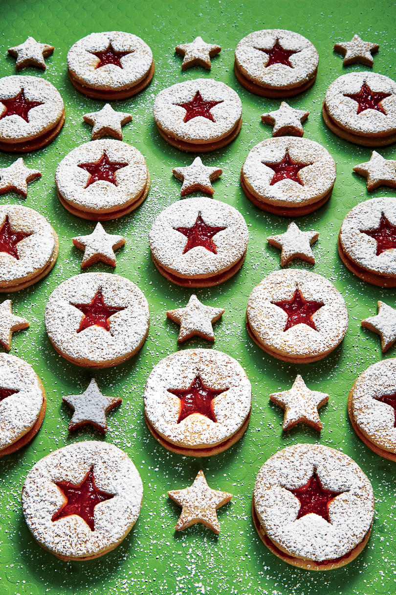 40 Easy Christmas Cookies Christmas Cookie Recipes You Ll Love
