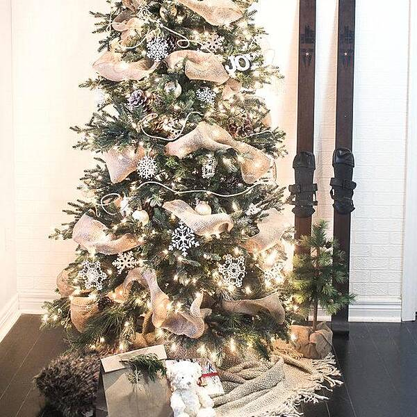 burlap beauty 9 gorgeous ways to add ribbon to your christmas tree - How To Decorate A Christmas Tree With Ribbon Video