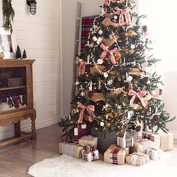rustic christmas tree - How To Put Up A Christmas Tree