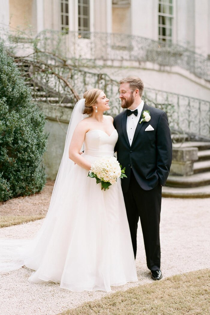 A swan house wedding for the ages southern living atlanta swan house bride and groom junglespirit Images