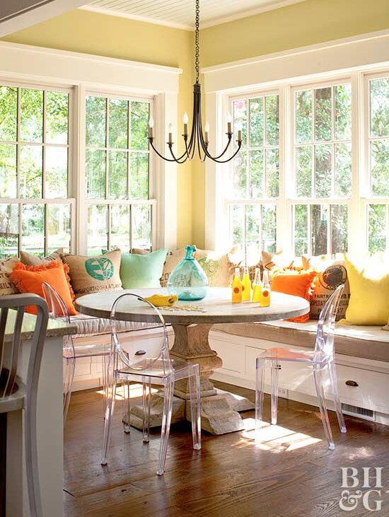 Large Sunny Banquette With Windows