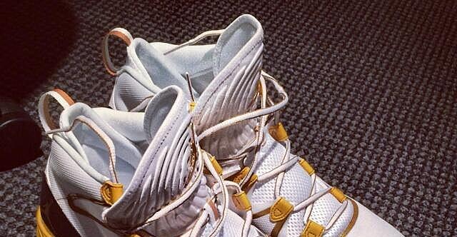 4fa10b7fa705 Nike Unveiled Oscar-Edition Air Jordans Last Night