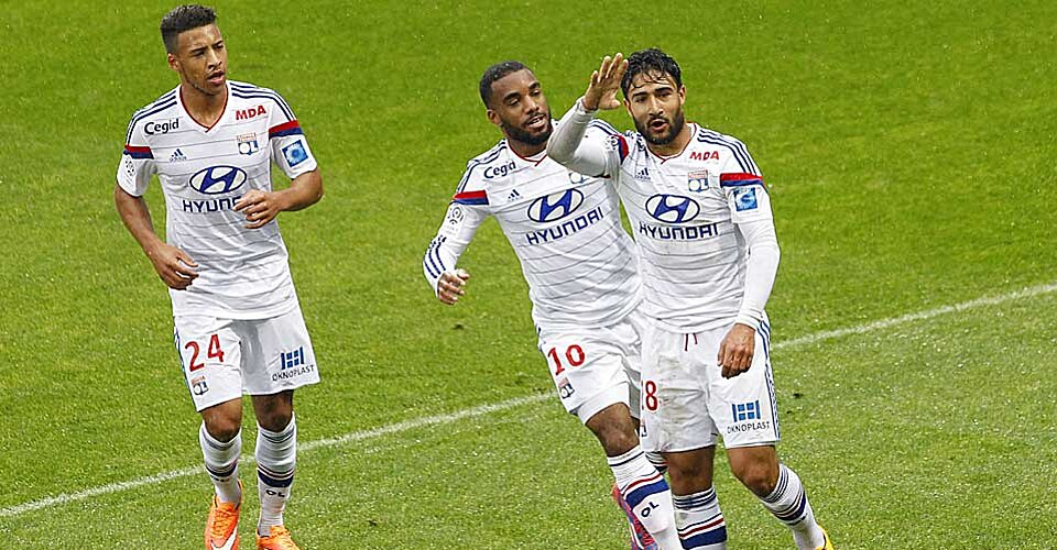 lyon defeats guingamp passes psg for second in ligue 1 table. Black Bedroom Furniture Sets. Home Design Ideas