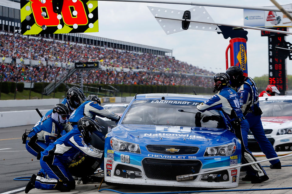 Nascar Pit Crew Salary >> Former Football Players Make The Jump To Nascar Pit Crews Si Com