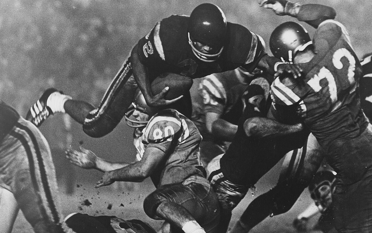 OJ Simpson leads USC to win over UCLA in 1976 Game of the