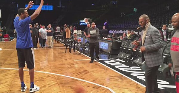 R  Kelly plays basketball before Brooklyn Nets game (video