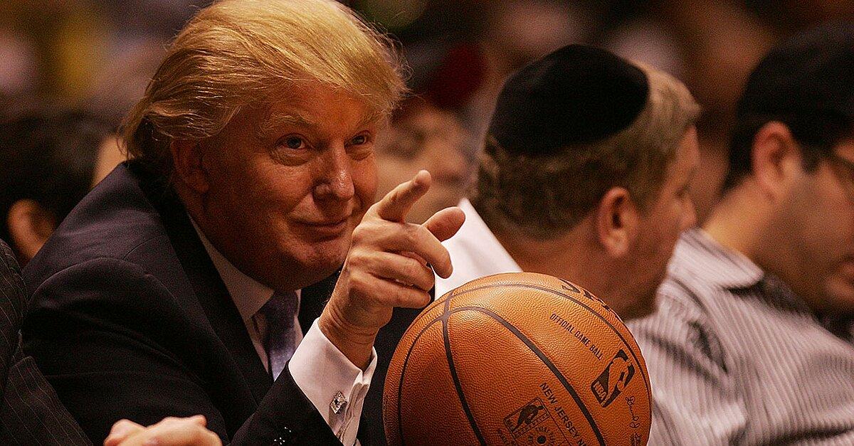 e1a9de1864b7 Donald Trump  locker room talk   LeBron James