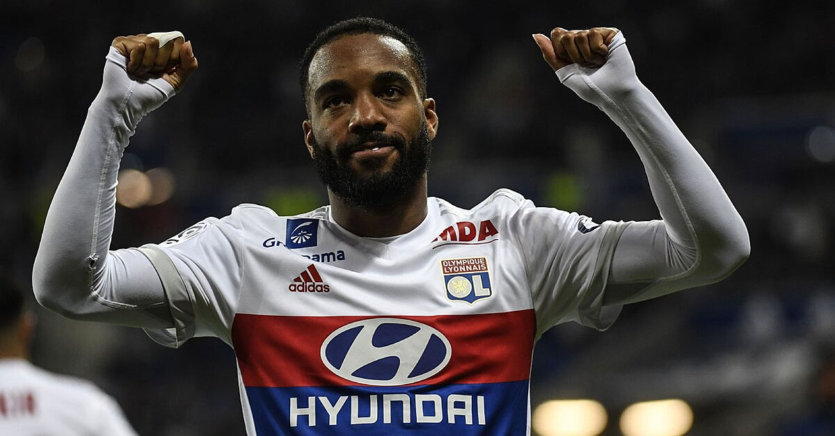 alexandre lacazette to arsenal lyon star could be set for gunners. Black Bedroom Furniture Sets. Home Design Ideas