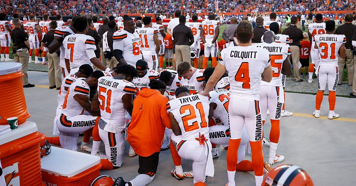 NFL national anthem protest  List of players who have kneeled  5adbc8d97