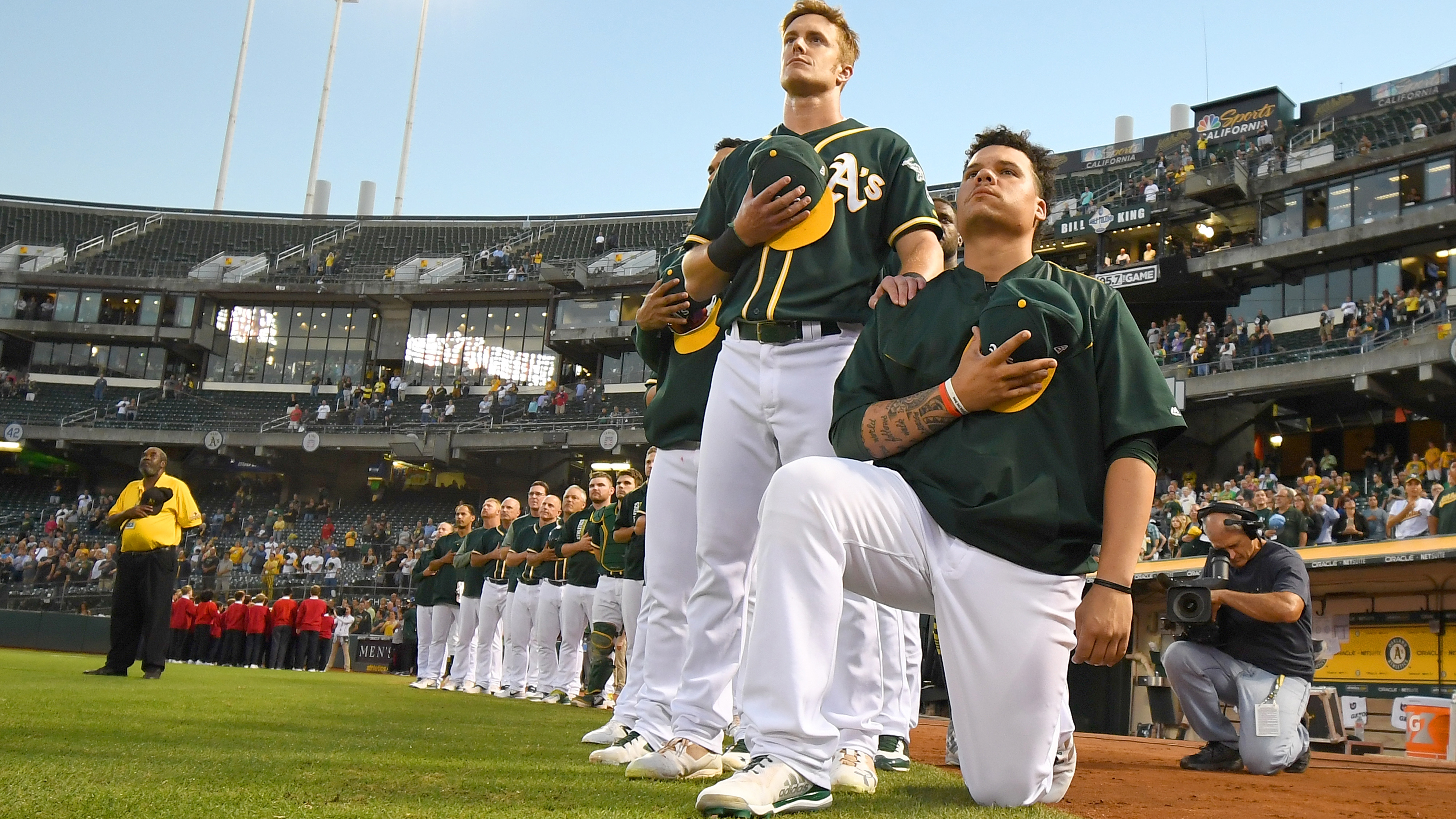 Bruce-maxwell-national-anthem-kneel-protest