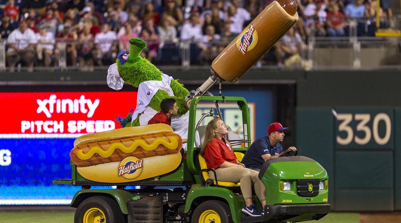 Phillie-phanatic-hot-dog-fan-injury