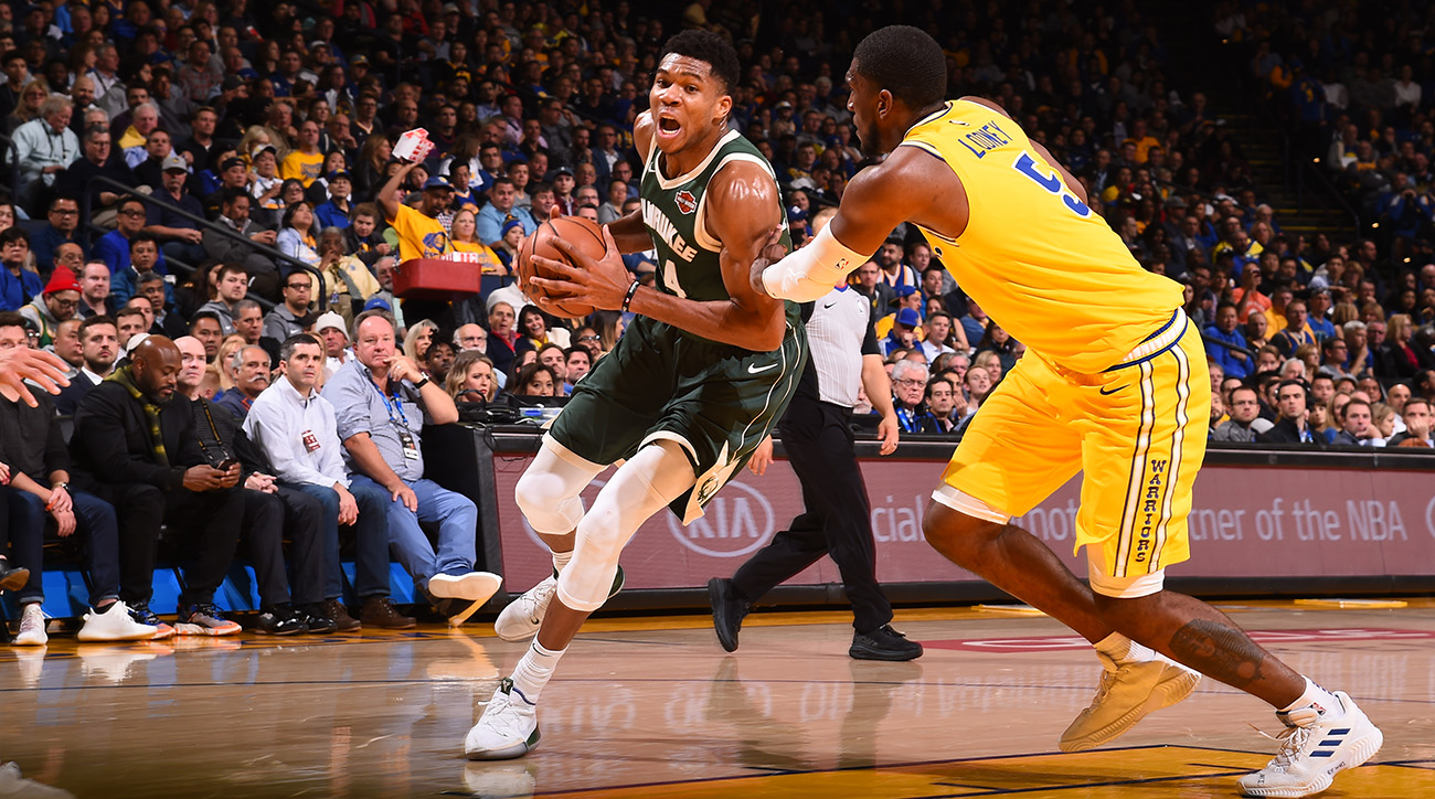 Giannis_attacks_the_basket