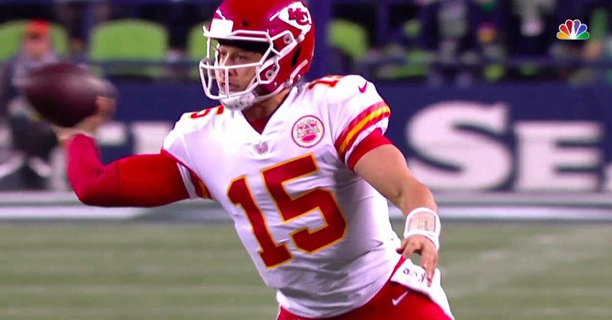 Watch  Chiefs  Patrick Mahomes Makes a Ridiculous Touchdown Throw Sports  Illustrated - 20 hours ago ba03568b2