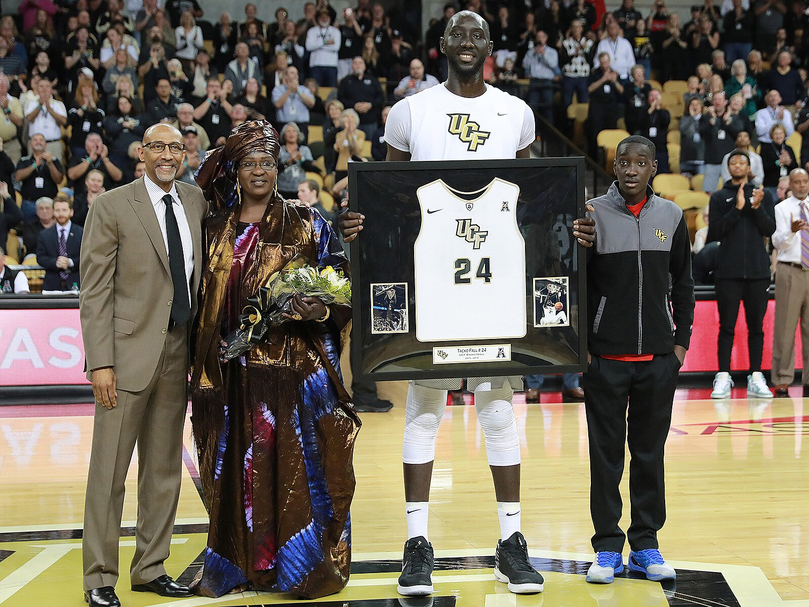 Tacko Fall, le basketteur de 23 ans qui fait le buzz au NBA