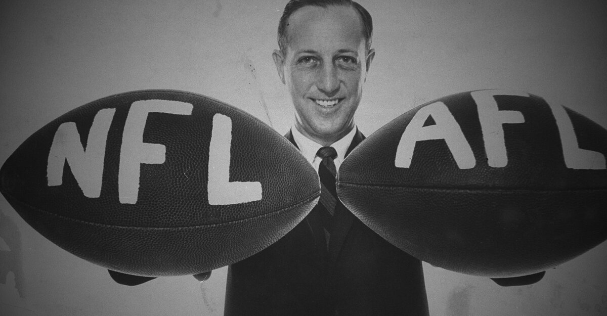 pete rozelle Pete rozelle, who transformed the nfl from a struggling 12-team league into the greatest success story in modern american sports during his 29-year tenure as commissioner, died yesterday from brain.